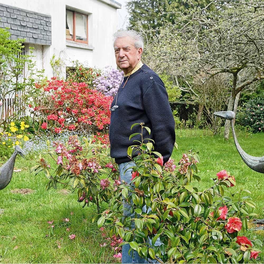 pierre toulhoat dans son jardin
